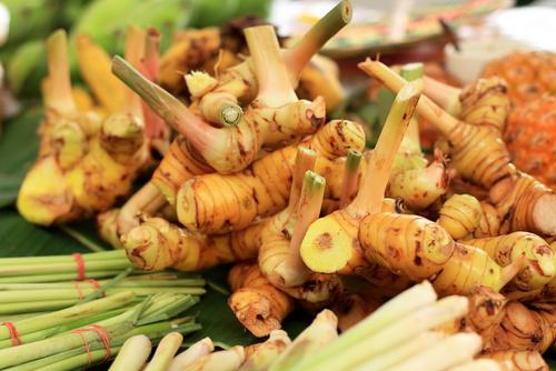 ginger-root-ingwer-wurzel-frisch-vom-markt
