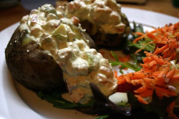 Ofenkartoffeln-mit-Avocadocreme